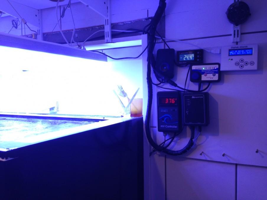 サンゴ礁タンクコントローラー