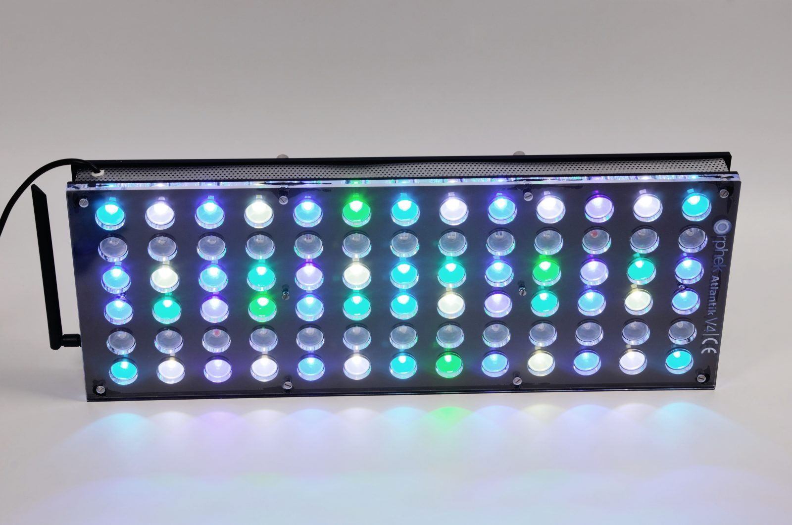 Orphek-Aquarium-LED-Lighting-Reef-Atlantik-V4-light-on-channel 1 + 2