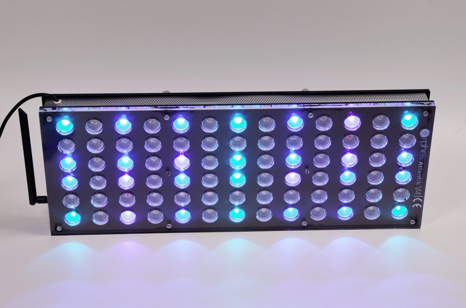 Orphek-Aquarium-LED-Lighting-Reef-Atlantik-V4-light-on-channel 2
