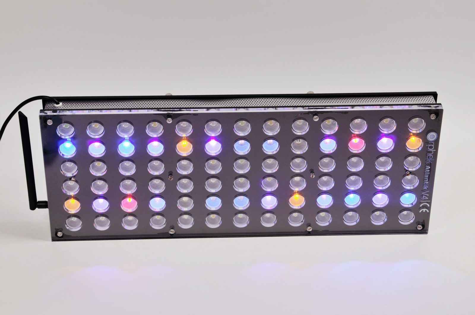 Orphek-Aquarium-LED-Lighting-Reef-Atlantik-V4-light-on-channel 3 + 4