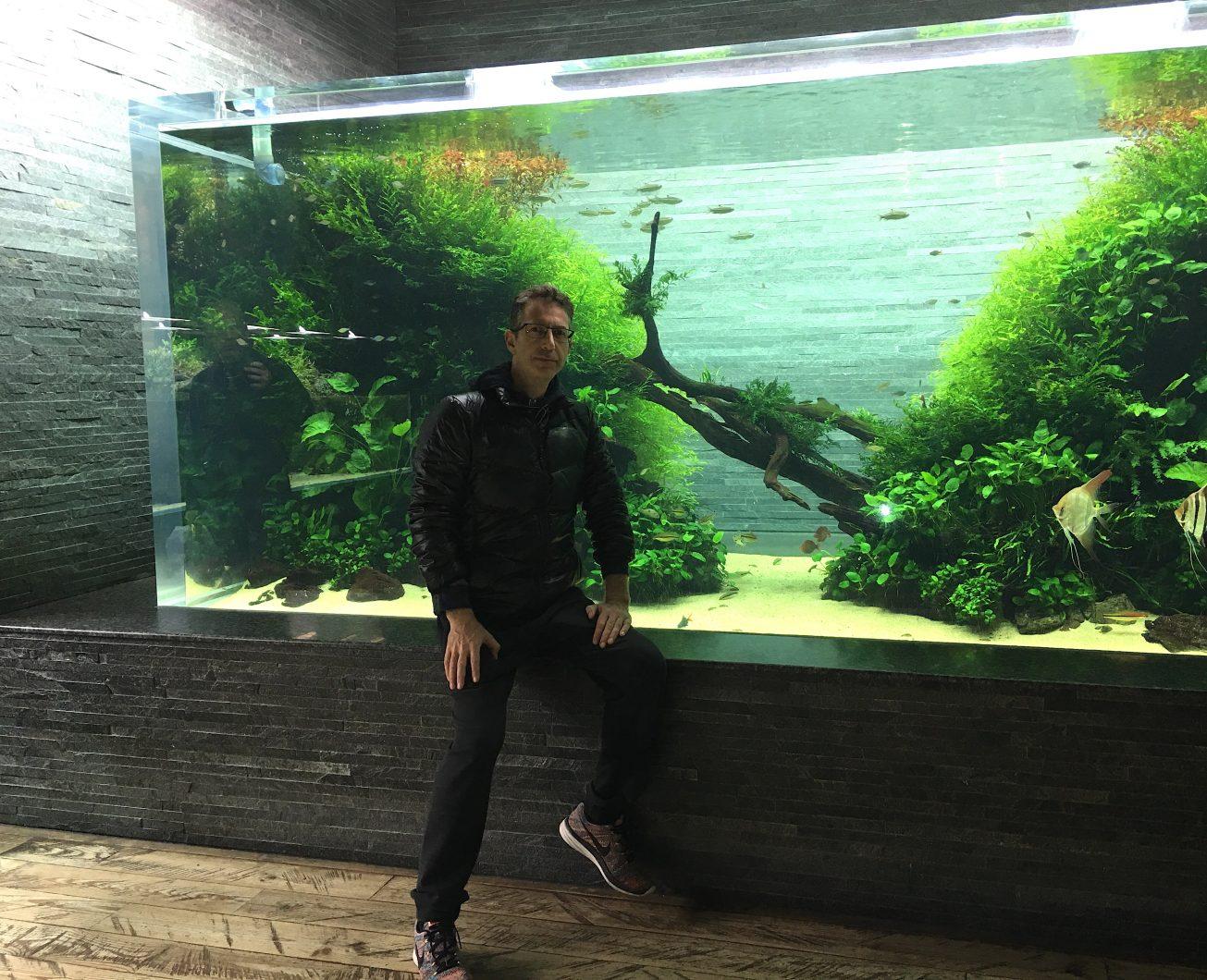 الرئيس التنفيذي لشركة Orphek في سوميدا حوض السمك