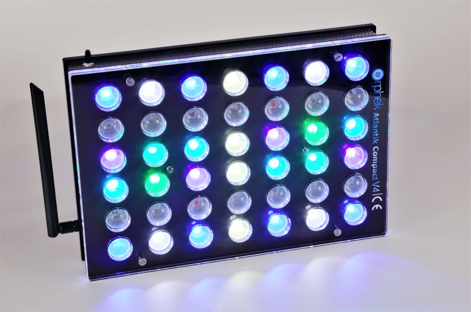 Orphek-Aquarium-LED-Beleuchtung-Atlantik -Compact-V4-light -on -channel 1 + 2