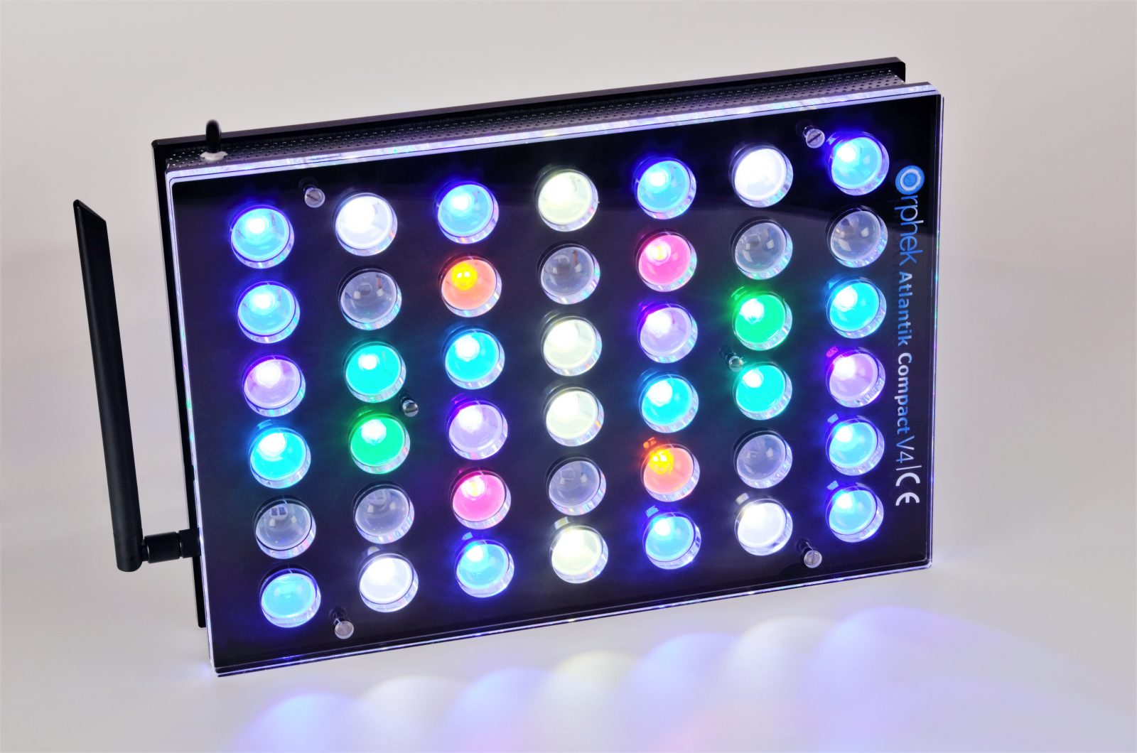 Orphek Aquarium LED Lighting Atlantik Compact V4 lig op kanaal 1 + 2 + 4