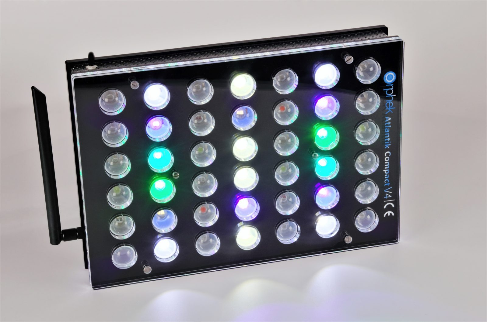 Orphek-Aquarium-LED-Beleuchtung-Atlantik -Compact-V4-light -on -channel 1 + 3