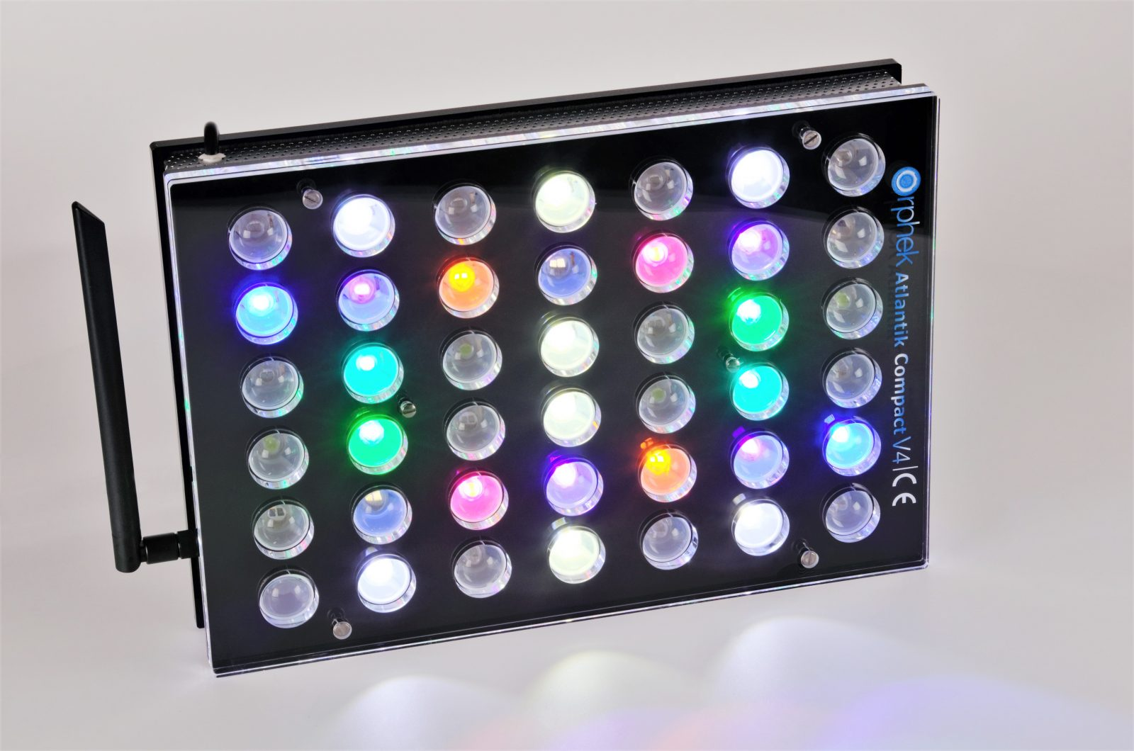 Orphek Aquarium LED Lighting Atlantik Compact V4 lig op kanaal 1 + 3 + 4