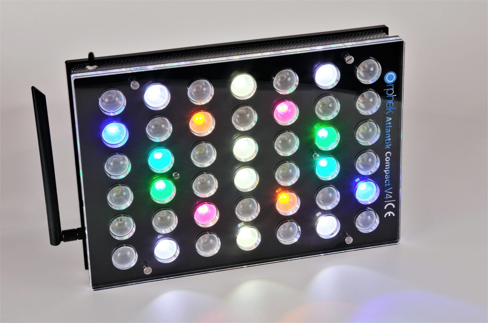 Orphek Aquarium LED Lighting Atlantik Compact V4 lig op kanaal 1 + 4