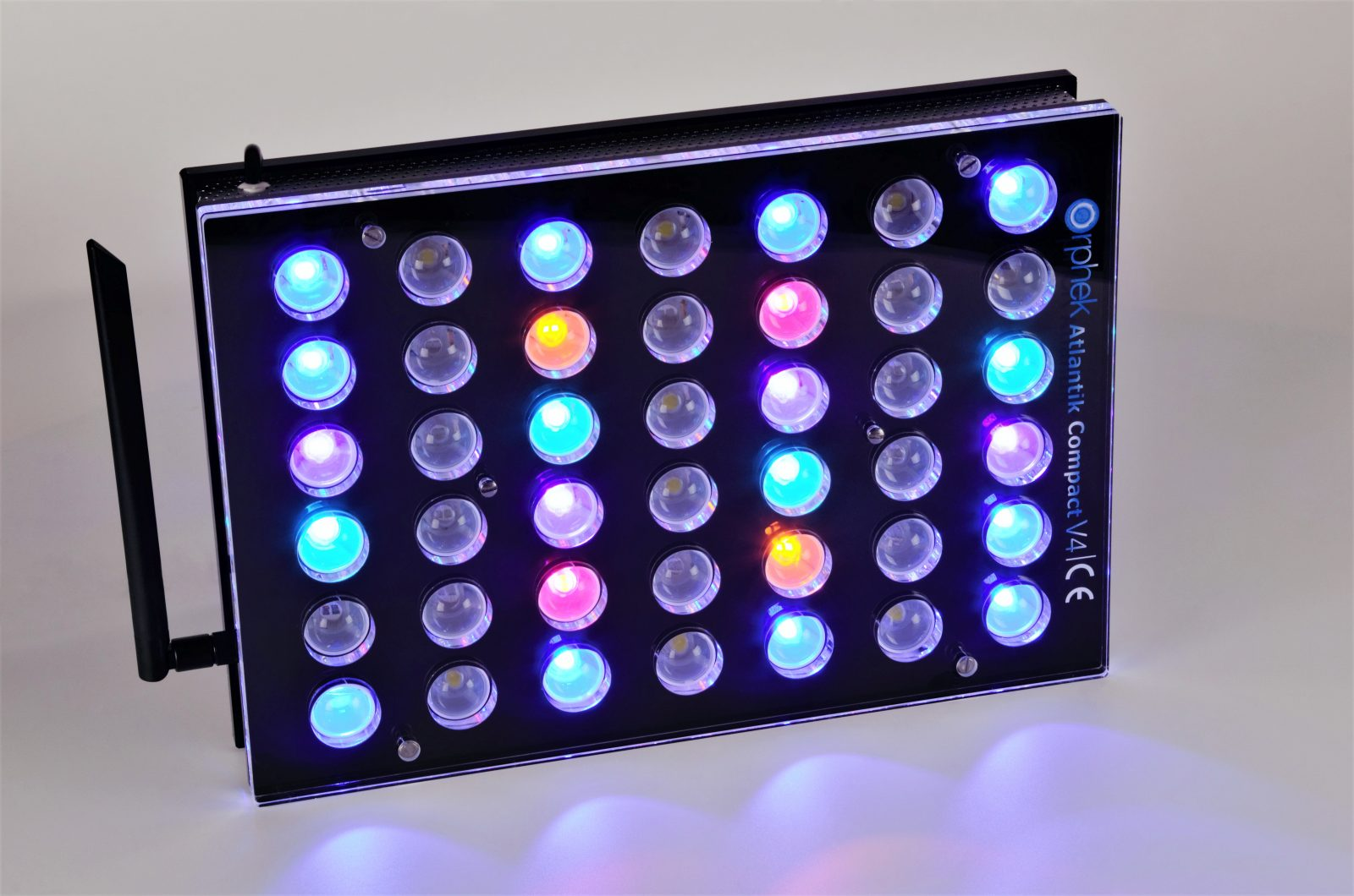 Orphek-Aquarium-LED-Beleuchtung-Atlantik -Compact-V4-light -on -channel 2 + 4