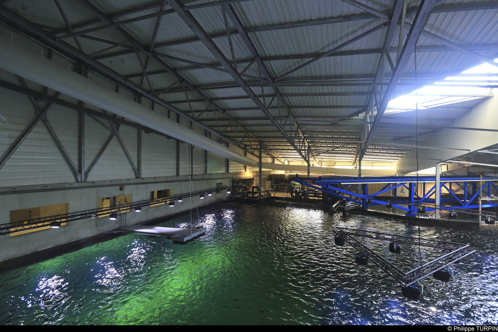 величезний риф освітлення громадських резервуарів